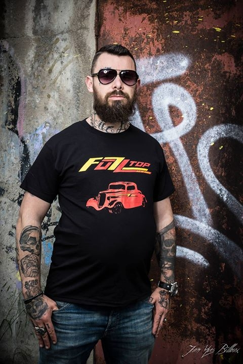 T-Shirt logo rouge - jaune avec Hot Rod, Aucune description...